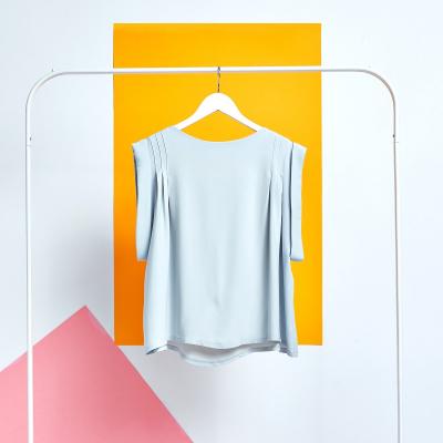 Le 5005 - Sleeveless pleated blouse