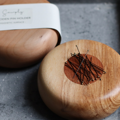 Wooden pin holder (magnetic)