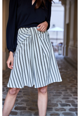 Le 417 - Straight skirt with yoke and pleats