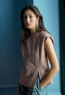 Le 514 - Top with asymetric seam