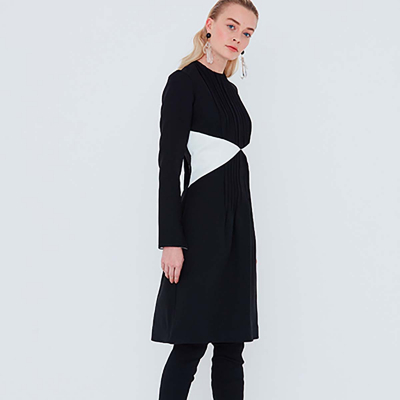 Le 930 - Dress with seam detailing and pin tucks